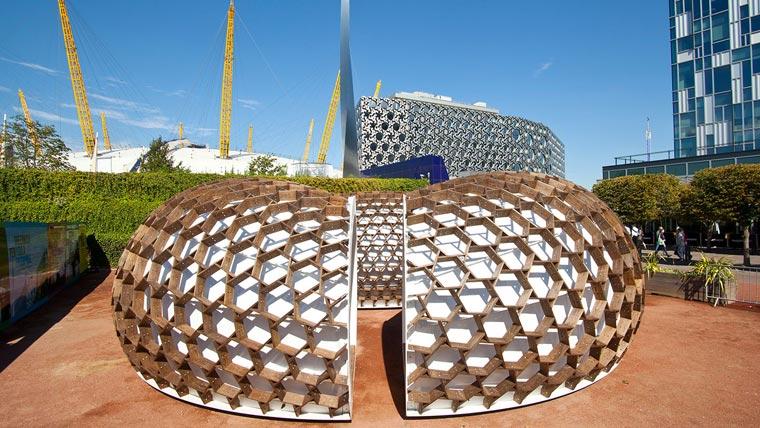 Kreod pavilion made of Kebony