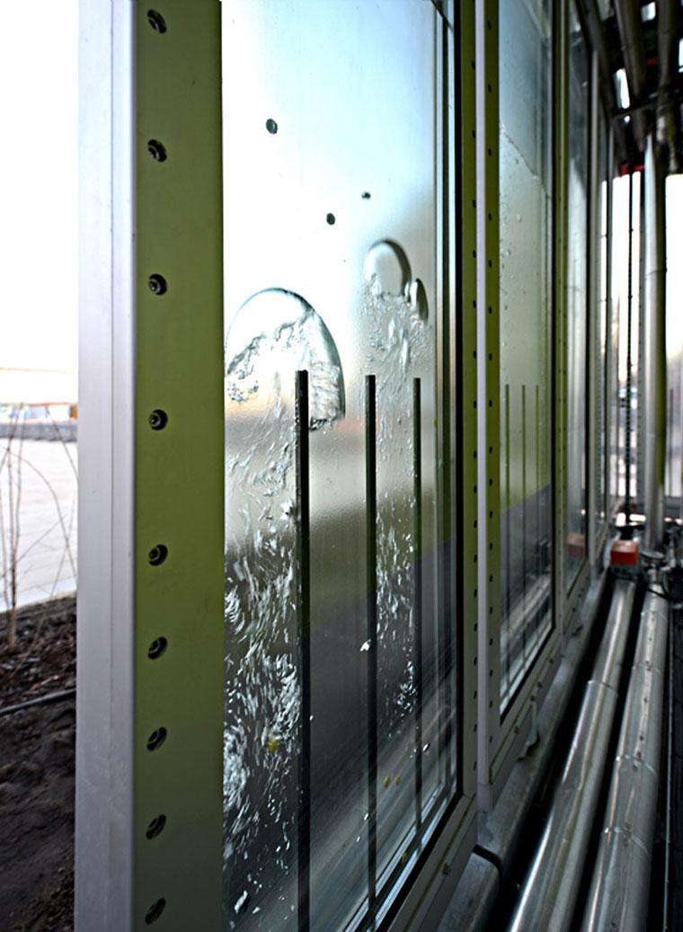Bio-adaptive facade element